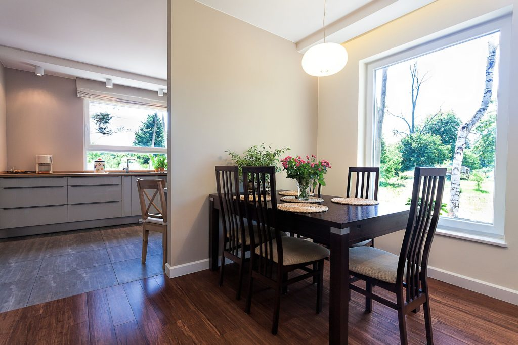 21132016 - bright space - a spacious dining room in an elegant house